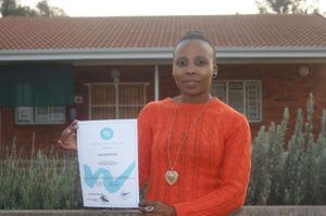 Mbali met haar computerklas certificaat in september 2015