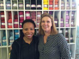 Mbali samen met Candice, haar werkgever bij Electrical Centre