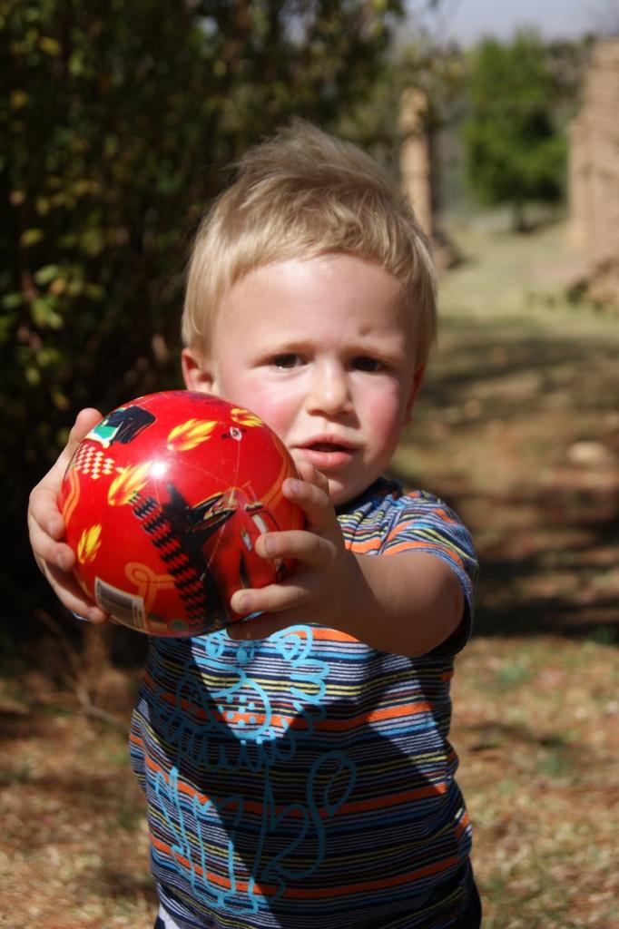 Samen met de bal spelen